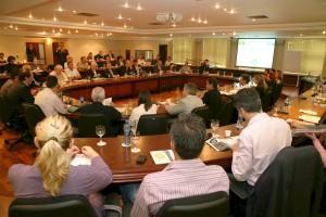 Mais de 80 pessoas participaram da reunião, que trouxe para a discussão as entidades do comércio
