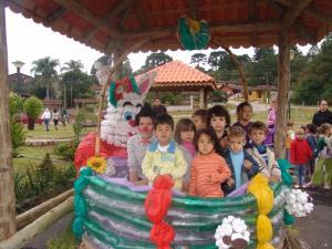 Nós Podemos Quitandinha inaugura decoração de Páscoa no município